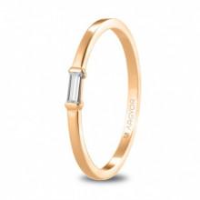Anillo de oro rosa con diamante talla baquetee 74R0082