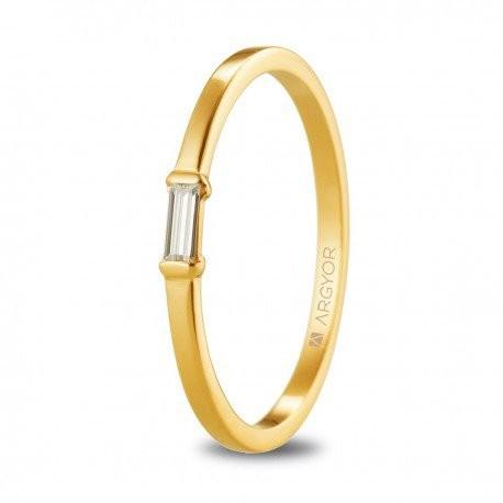 0cd0208ec052 Anillo compromiso en oro amarillo con piedra baguette 74A0082