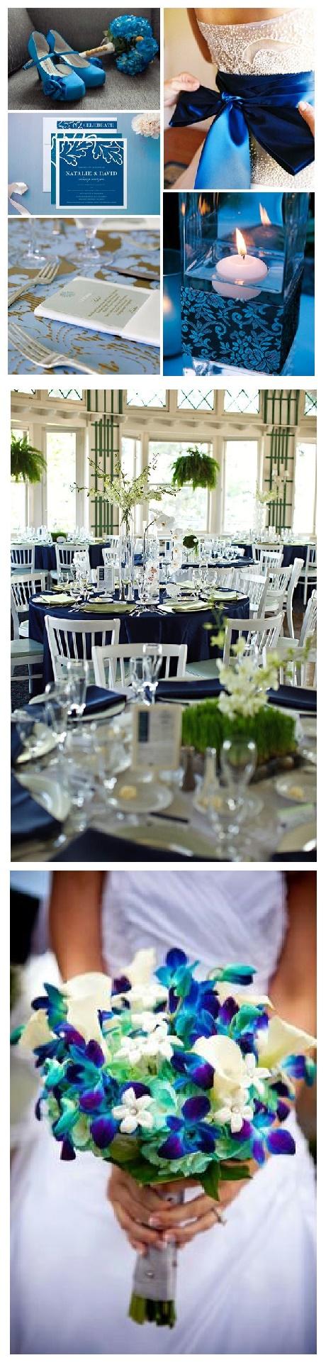 El color azul es nuestro protagonista, apareciendo en tarjetas, mantelería, flores y otros elementos decorativos.